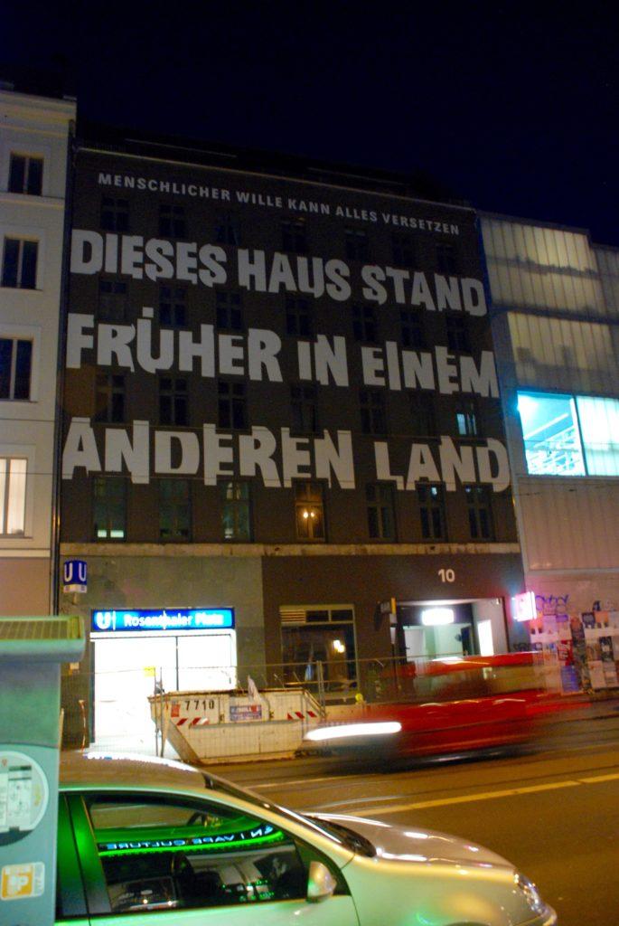 Hus ved Rosenthaler Platz i Berlin.