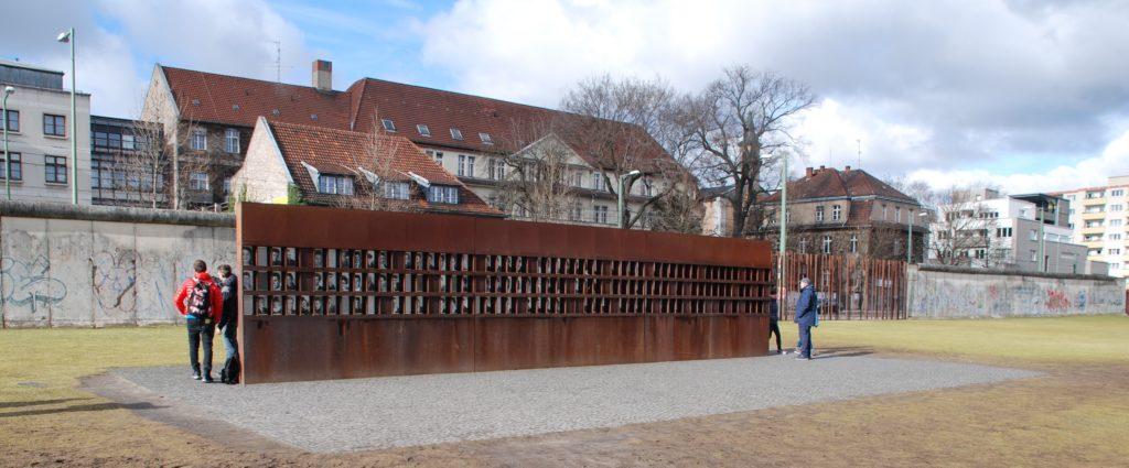 Fenster des Gedenkens, Gedenkstätte Berliner Mauer, Berlin.